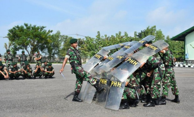 Armed 12 Kostrad Ngawi Gelar Latihan Penanggulangan Huru-Hara Jelang Pemilu 2019