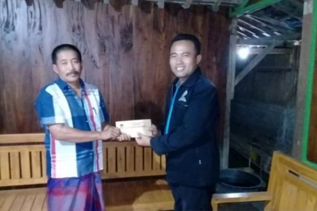 KPU Ngawi Serahkan Dana Santunan kepada Penyelenggara Pemilu yang Sakit