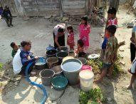Relawan PKH Bersama PDAM Ngawi Salurkan Air Bersih di Desa Banyubiru