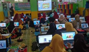 Puluhan Guru Yayasan Pendidikan Muslimat NU Ngawi Ikuti Pelatihan Power Point