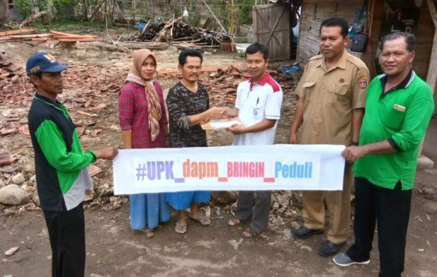 DAPM Bringin Serahkan Bantuan Uang Tunai Kepada 3 Pemilik Rumah Terdampak Puting Beliung