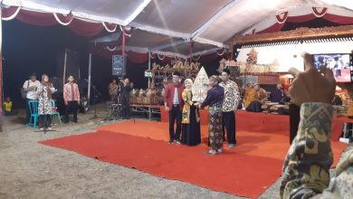Photo of Bawaslu Ngawi Sosialisasikan Pengawasan Partisipatif Melalui Budaya Lokal Wayang Kulit