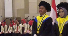 Denny Caknan Terima Penghargaan Khusus dari Rektor Universitas Soerjo Ngawi