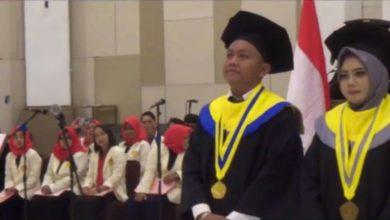 Photo of Denny Caknan Terima Penghargaan Khusus dari Rektor Universitas Soerjo Ngawi