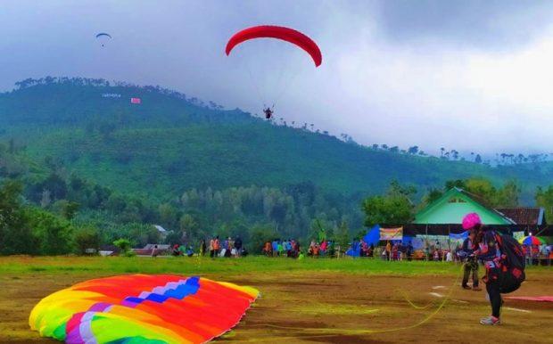 Festival Paralayang Ngawi Diikuti Ratusan Peserta Dari Berbagai Daerah