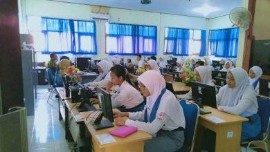 Photo of Siswa Kelas XII SMKN 1 Ngawi Tetap Masuk Ikuti Ujian Nasional