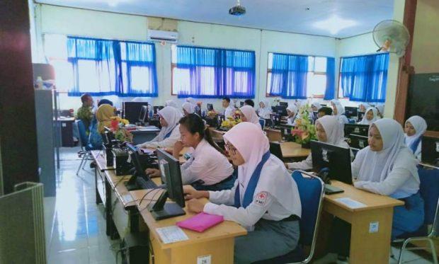 Siswa Kelas XII SMKN 1 Ngawi Tetap Masuk Ikuti Ujian Nasional