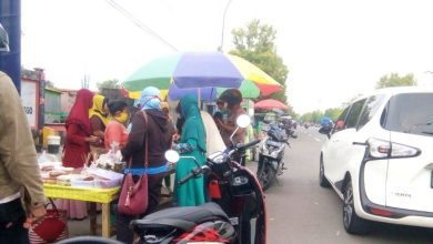 Photo of Teryata Masih Rame Juga Ngabuburit Di Depan Stadion Ketonggo Ngawi Ini