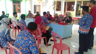 Photo of 547 Keluarga di Kecamatan Kendal Menerima Bantuan Sosial Tunai dari Provinsi Jawa Timur