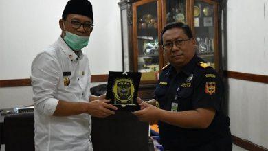 Photo of Kuatkan Sinergi Berantas Rokok Ilegal, Kepala Kantor Bea Cukai Madiun Bertemu Bupati Ngawi