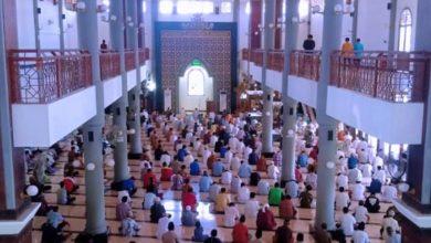Photo of Begini Situasi Salat Jumat di Masjid Agung Baiturrahman Ngawi dalam Masa Uji Coba New Normal