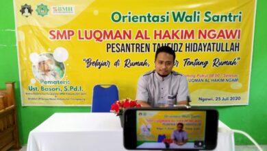 Photo of Bekali Pendidikan di Rumah Saat Pandemi, SMP Luqman Al Hakim Ngawi Adakan Orientasi Wali Santri Secara Online